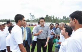 Mr. Anil Kumble tosses the coin in favour of the GIIS Parent Team